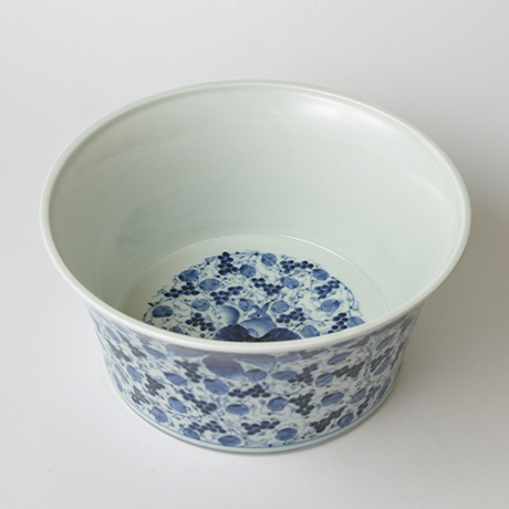 「No.34 葡萄唐草栗鼠丸文鉢 八寸  / Bowl with grape arabesque and squirrel design, Sometsuke」の写真 その1