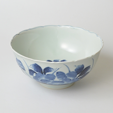 「No.38 花鳥牡丹文輪花深中鉢 / Bowl with birds, flowers and peony design, Sometsuke」の写真 その1