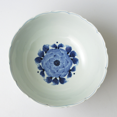 「No.38 花鳥牡丹文輪花深中鉢 / Bowl with birds, flowers and peony design, Sometsuke」の写真 その2