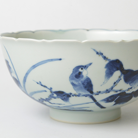 「No.38 花鳥牡丹文輪花深中鉢 / Bowl with birds, flowers and peony design, Sometsuke」の写真 その3