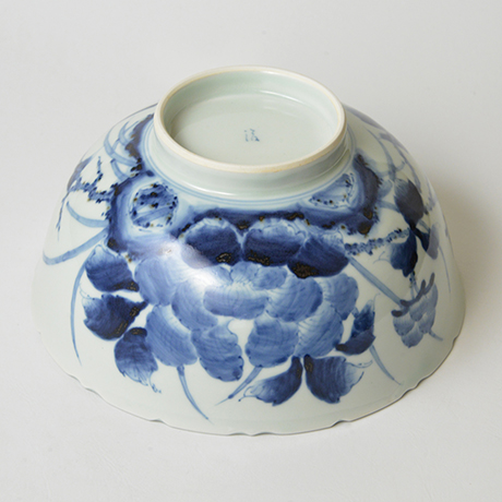 「No.38 花鳥牡丹文輪花深中鉢 / Bowl with birds, flowers and peony design, Sometsuke」の写真 その4