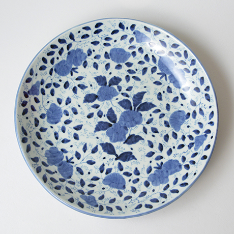 「No.41 草花散文タタラ丸大皿 / Plate with scattered flowers design, Sometsuke」の写真 その1