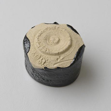「No.26 瀬戸黒ぐい吞 / Sake cup, Setoguro」の写真 その4