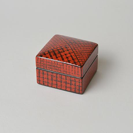 「No.10(図4) 色絵洋彩蓋物 / Covered vessel, Overglaze enamels」の写真 その2
