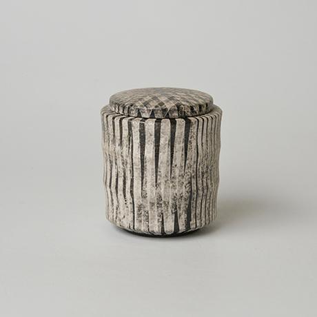 「No.14(図15) 色絵銀彩蓋物 / Covered vessel, Overglaze enamels and silver」の写真 その2