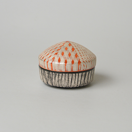 「No.19(図17)色絵銀彩香合 / Incense container, Overglaze enamels and silver」の写真 その1