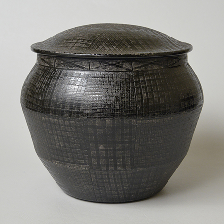 「No.21 色絵銀彩酒会壷 / Covered vessel, Overglaze enamels and silver」の写真 その1