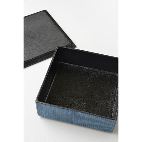 「No.23 色絵洋彩蓋物 / Covered vessel, Overglaze enamels」の写真 その3