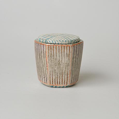 「No.30 色絵銀彩蓋物 / Covered vessel, Overglaze enamels and silver」の写真 その2