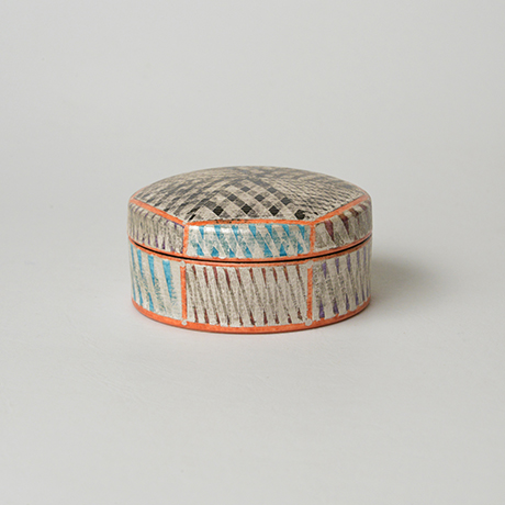 「No.36 色絵銀彩香合 / Incense container, Overglaze enamels and silver」の写真 その1