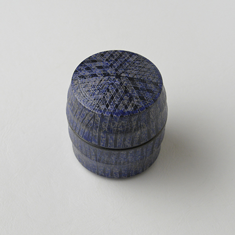 「No.41 色絵銀彩香合 / Incense container, Overglaze enamels and silver」の写真 その3