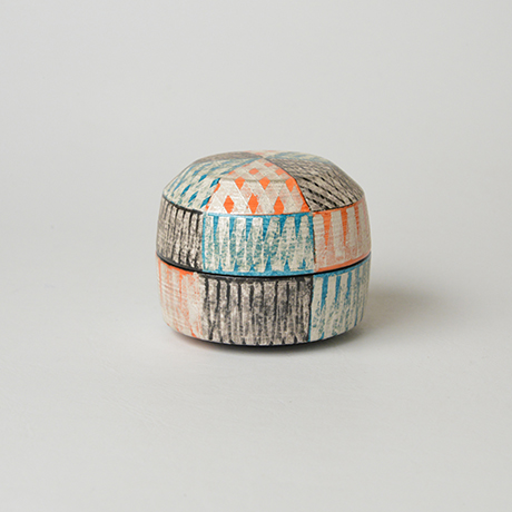 「No.43 色絵銀彩香合 / Incense container, Overglaze enamels and silver」の写真 その1
