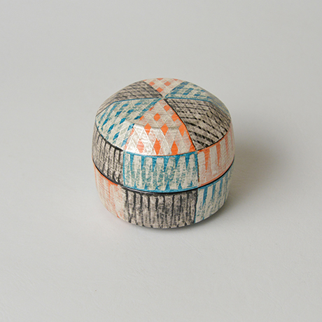 「No.43 色絵銀彩香合 / Incense container, Overglaze enamels and silver」の写真 その2
