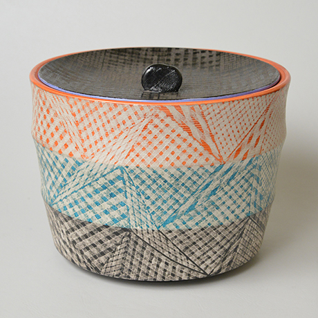 「No.47 色絵銀彩水指 / Water jar (Mizusashi), Overglaze enamels and silver」の写真 その2